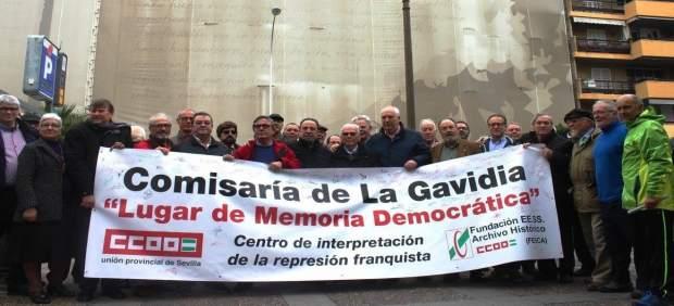 Acto de CCOO frente al edificio de la Gavidia.