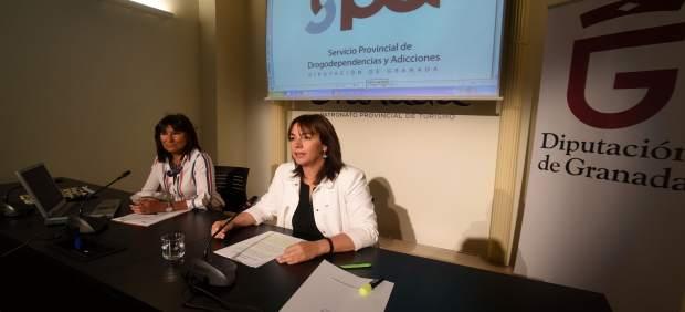 La diputada provincial de Bienestar Social, Olvido de la Rosa, a la derecha
