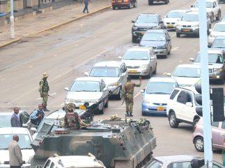 El ejército se rebela contra Mugabe y toma el control de Zimbabue