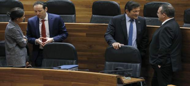 Javier Fernández, segundo por la derecha