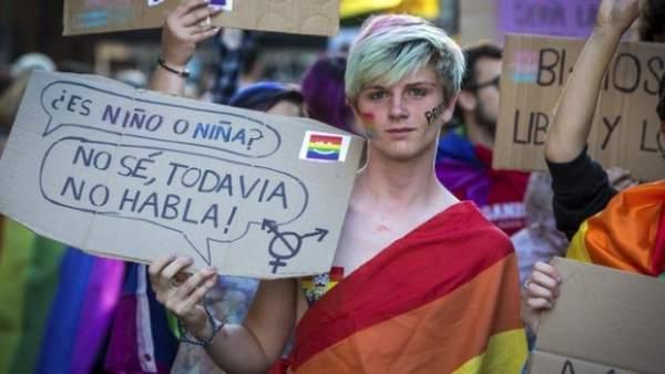 Resultado de imagen de menores transexuales