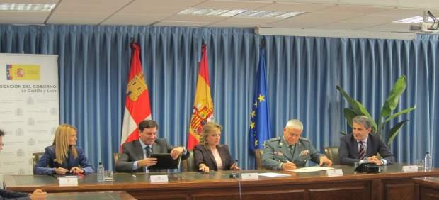 Firma del acuerdo entre la Junta y la Guardia Civil para prevención de riesgos