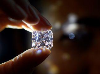 Encuentran un diamante de 910 quilates en Sudáfrica, el quinto más grande del mundo