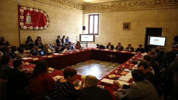 Sevilla acoge un encuentro de la Red de Ciudades AVE.