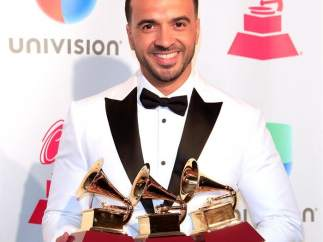 Luis Fonsi arrasa en los Grammy Latino 2017