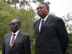 El partido de Mugabe someterá su continuidad a una moción de censura