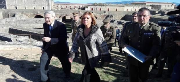 La ministra Dolores de Cospedal en el Castillo de Sant Ferran de Figueres