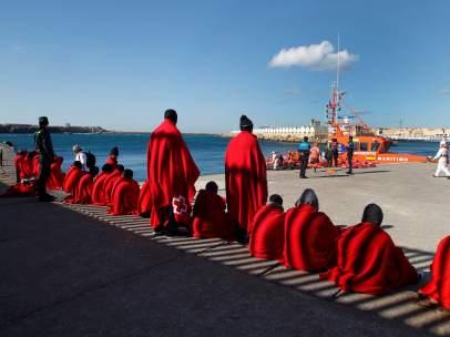 Rescatados 40 inmigrantes de dos pateras en el Estrecho de Gibraltar