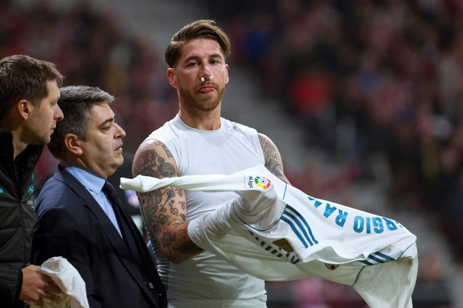 Sergio Ramos, con la nariz rota en una jugada en la que el Real Madrid pidió penalti
