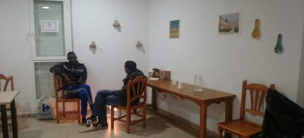 Interior de un albergue para temporeros