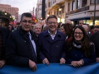 El jefe del Consell, en la marcha junto a Enric Morera y Mónica Oltra