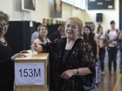 Los chilenos acuden a las urnas en una jornada con incidentes aislados