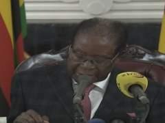 Mugabe no dimite y anuncia que se mantendrá en el poder hasta diciembre