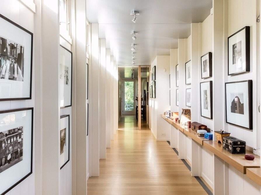 Foto largos pasillos por qu nadie compra la casa en - Decorar pasillos con cuadros ...