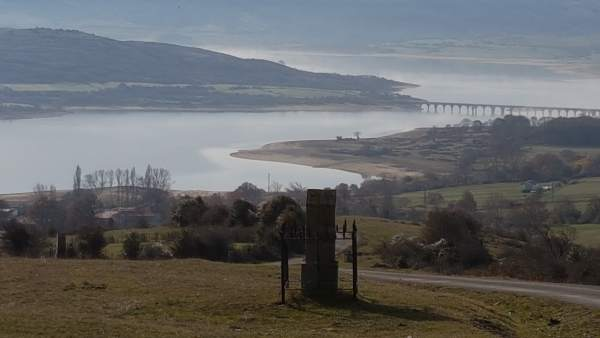 Foto panorámica del embalse del Ebro.