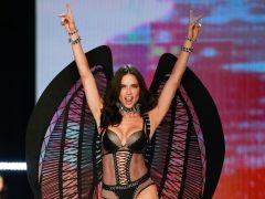 Victoria's Secret desfila en China a pesar de la polémica