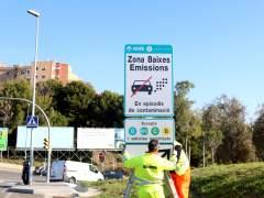 Instaladas en Barcelona las primeras señales de restricción del tráfico en caso de polución