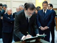 El mundo político y judicial despide a Maza en la capilla ardiente