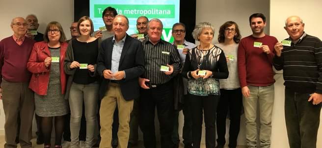 Antoni Poveda (AMB) entrega las primeras tarjetas T-Verda.