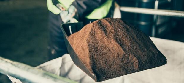 Londres prueba autobuses que usan café como combustible