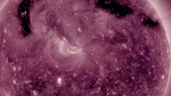 Un 'agujero' se extiende por la atmósfera del Sol