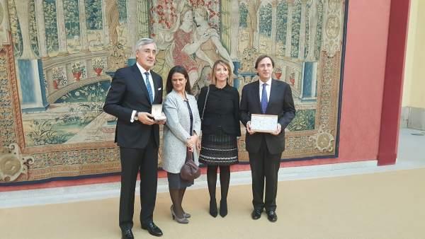 Alicia García con los premiados