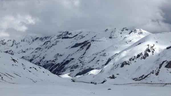 Portalet Francia esquí con raquetas nieve