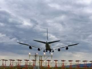 Aeropuerto de Barcelona, avión, aterrizaje