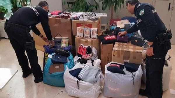 Sucesos intervenidas cientos de prendas falsificadas en - Mercadillos sevilla domingo ...