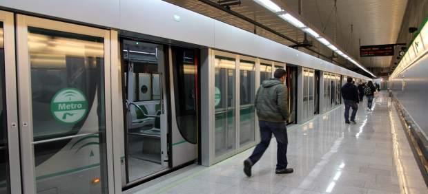 Uno de los trenes de Metro de Sevilla
