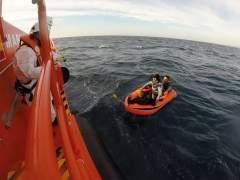 Rescatados 74 inmigrantes en el mar de Alborán y Cádiz