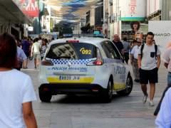 La Policía retira la pistola y la placa a los agentes que amenazaron a Carmena