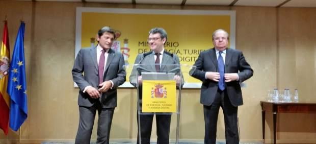 El ministro Nadal junto a Juan Vicente Herrera (CyL) y Javier Fernández (Asturia