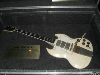 Su primera guitarra