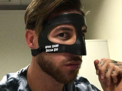Sergio Ramos muestra su máscara
