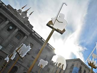 Barcelona estrena un belén contemporáneo en la plaza Sant Jaume y otro más tradicional en el Museu Marès.