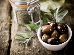 ¿Ensaladas aliñadas sin aceitunas españolas? En EE UU luchan por frenar su importación