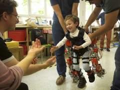 Ensayan el primer exoesqueleto pediátrico portable del mundo