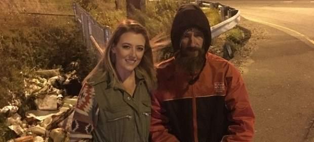 """Una joven recauda 295.000 dólares para un """"sin techo"""" que la ayudó"""