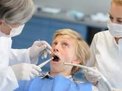 Los dentistas alertan de la falta de rigor de los estudios de las cadenas dentales