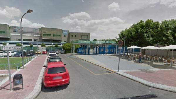 Arrestados tres adolescentes por pegar una paliza a otro for Piscina municipal mejorada del campo