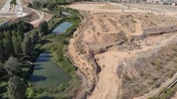 V deo planean ubicar una playa artificial en alovera for Como hacer una laguna artificial
