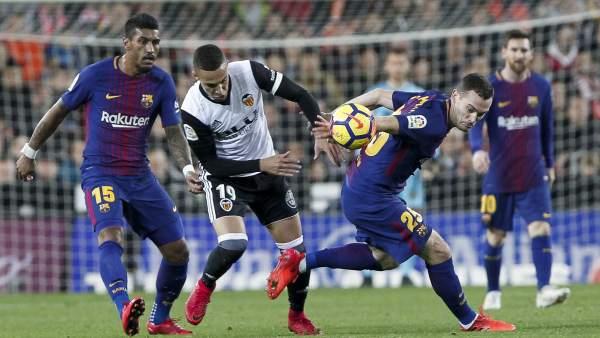 El Barça salva un empate en Mestalla y le anulan un gol fantasma que entró 2ab28c35410d5