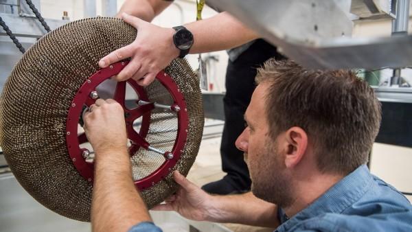 Diseño de la rueda de la NASA denominada 'Spring Tire'