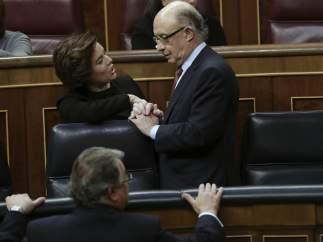La vicepresidenta del Gobierno, Soraya Sáenz de Santamaría, y el ministro de Hacienda, Cristóbal Montoro.