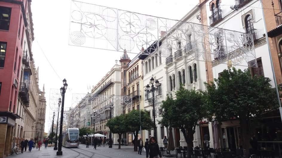 Sevilla inaugura la iluminaci n navide a de m s de 200 - Iluminacion sevilla ...
