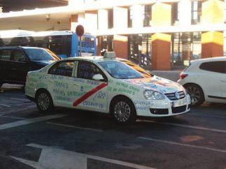 Mensajes reivindicativos en un taxi