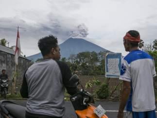 Observando la erupción del Agung