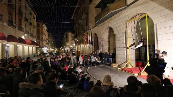 La exposición se ha inaugurado con un espectáculo de circo en la DPH