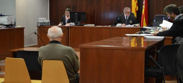 El cazador acusado de homicidio, escuchando el veredicto del jurado popular